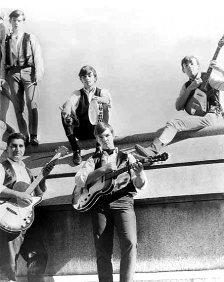 The Castiles 1965 da sx a dx: Frank Marziotti, Bart Haynes (in alto), Paul Popkin (in alto), George Theiss, Bruce Springsteen