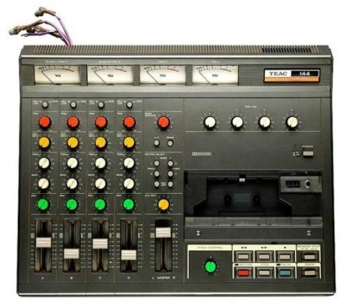 Il registratore Teac Tascam 4 piste usato per le registrazioni di Nebraska.