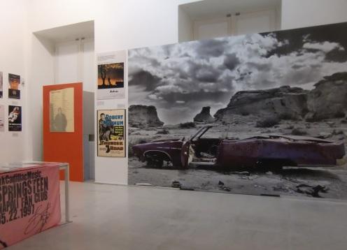 parete centrale con la Pink Cadillac
