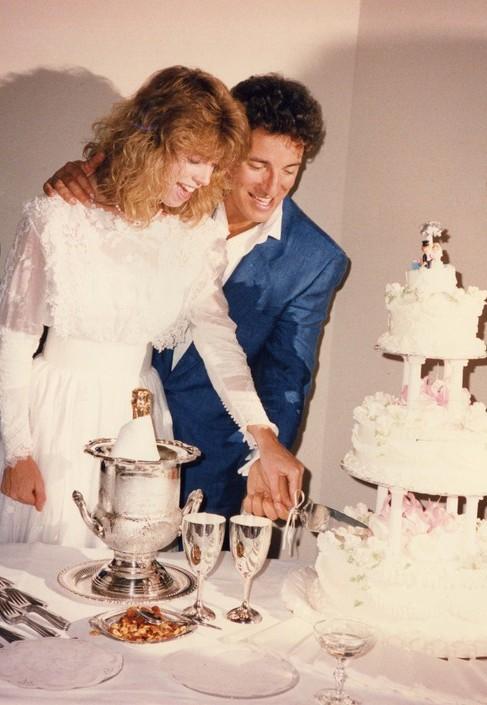 Bruce e Julianne al ricevimento di matrimonio in Oregon, 14 maggio 1985