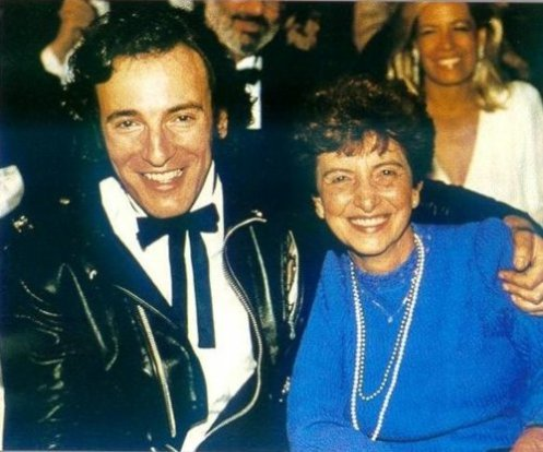 "Bruce attends the 27th Grammy Awards with his mother and his soon-to-be-wife Julianne Phillips. He wins a single Grammy, for ""Dancing In The Dark"" in the 'Best Rock Vocal Performance, Male' category."