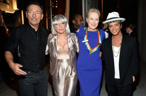 Bruce Springsteen, Lady Gaga, Meryl Streep e Bruno Mars alla 37° edizione del Kennedy Center Honors al John F. Kennedy Center il 7 dicembre 2014 a Washington, DC.